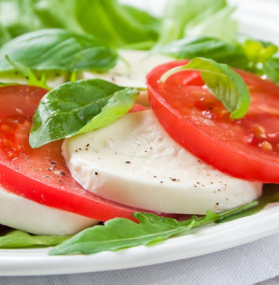 Mozarella tomatoes and basil